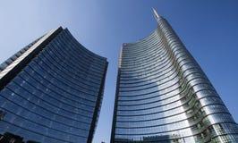 Torre iconica di Unicredit del grattacielo nella regione moderna di Milano vicino alla stazione ferroviaria di Garibaldi, Milano, immagine stock libera da diritti