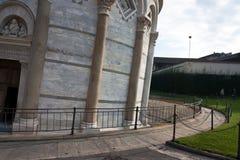 A torre inclinada de Pisa, baseia a parte Imagens de Stock