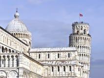Torre inclinada de Pisa y de la catedral imagen de archivo libre de regalías