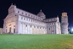 Torre inclinada de Piza en la noche foto de archivo libre de regalías