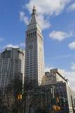 Torre incontrata di vita con l'orologio iconico nel distretto di ferro da stiro in Manhattan Fotografie Stock