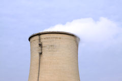 Torre industriale pesante di raffreddamento ad acqua Fotografie Stock Libere da Diritti