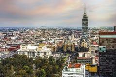 Torre Latinoamericana op Juarez-weg en de gloed van de ochtendzon, het kapitaal van Mexico-City royalty-vrije stock afbeelding