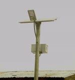 Torre ligera solar con el compartimiento de batería Imagenes de archivo