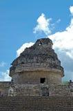 Torre maya antigua y pasos de progresión del observatorio Imagenes de archivo