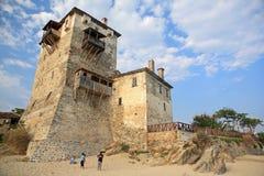 Torre medieval de Ouranoupoli en la península de Athos, Chalkidiki, Grecia Foto de archivo libre de regalías