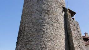 Torre medieval de Tallinn Pared de la ciudad de Tallinn, consolidación del fortalecimiento metrajes