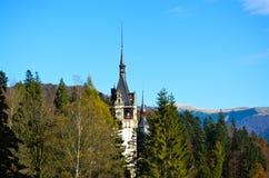 Torre medieval hermosa del castel en Rumania Imagen de archivo