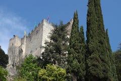 Torre medievale nella cresta immagini stock