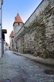 Torre medievale, parte del muro di cinta, Tallinn, Estonia fotografie stock libere da diritti