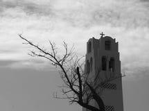 Torre metropolitana ortodoxa de la catedral en Fira Santorini Grecia imagen de archivo libre de regalías