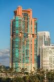 Torre moderna de la propiedad horizontal Foto de archivo libre de regalías