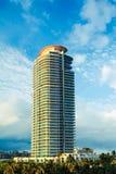 Torre moderna de la propiedad horizontal de Miami Imágenes de archivo libres de regalías