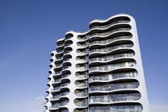 Torre moderna do apartamento Imagem de Stock Royalty Free