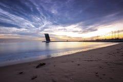 Torre moderna en la puesta del sol Foto de archivo libre de regalías