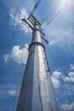Torre Monopole de Stringing On Transmission do condutor Imagem de Stock Royalty Free