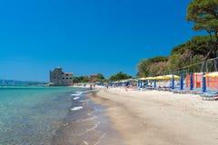 TORRE MOZZA, ITALIA - 27 DE MAYO DE 2017: Playa hermosa de Toscana en el SP Imagen de archivo libre de regalías