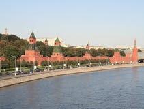 Torre, muelle y río de Kremlin Fotografía de archivo