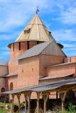 Torre na fortaleza de Novgorod. imagem de stock