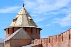 Torre na fortaleza de Novgorod. imagens de stock