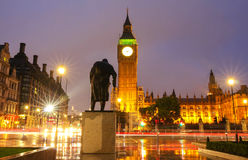 A torre na noite chuvosa, Londres de Big Ben, Reino Unido Fotos de Stock