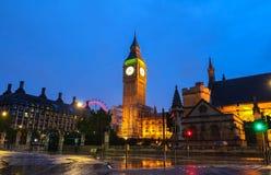 A torre na noite chuvosa, Londres de Big Ben, Reino Unido Imagens de Stock Royalty Free