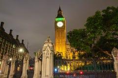 A torre na noite chuvosa, Londres de Big Ben, Reino Unido Imagem de Stock Royalty Free