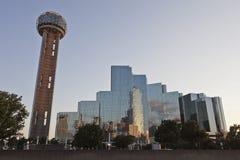 Torre no crepúsculo, Dallas da reunião, TX Fotografia de Stock Royalty Free