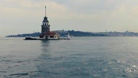 Torre nubile del ` s con il vecchio fondo di Costantinopoli della città - Turchia video d archivio
