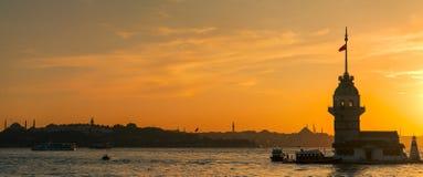 Torre nubile su Bosphorus Immagini Stock