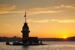 Torre nubile su Bosphorus Immagini Stock Libere da Diritti