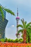 Torre orientale della perla su cielo blu Fotografia Stock Libera da Diritti