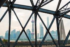 Torre orientale della perla su cielo blu Fotografie Stock Libere da Diritti