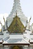 Torre ornamentado branca do templo de Emerald Buddha Wat Phra Kaew, Banguecoque Imagem de Stock