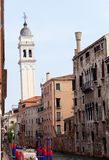 Torre pendente a Venezia fotografia stock
