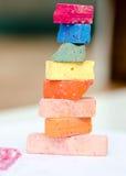 Torre pequena feita com partes de giz brilhantes Imagem de Stock Royalty Free