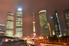 Torre Pudong del mingzhu de Shangai de la ciudad del edificio de China Imagen de archivo libre de regalías