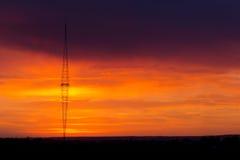 Torre radiofonica con il fondo del cielo Immagine Stock