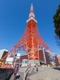 Torre roja de la televisión Imágenes de archivo libres de regalías