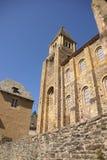 Torre Románica y paredes Fotografía de archivo