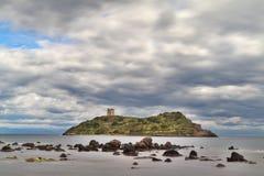 Torre romana no console Sardinia Italy fotos de stock