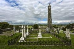 Torre rotonda di Ardmore e rovine della chiesa del ` s della st Declan, Youghal, Waterford, Irlanda immagine stock libera da diritti