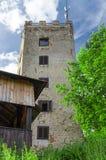 Torre Ryzmberk del puesto de observación con el cielo azul en República Checa Imagen de archivo