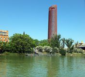 Torre Sevilla From The River stock foto