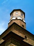 Torre sotto un cielo blu Fotografia Stock