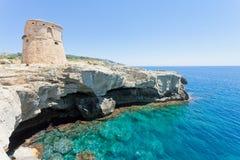 Torre sterben Miggiano, Apulien - Schwimmen am Verteidigungsturm von MI stockfoto