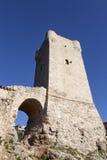 Torre típica de Mani y cielo azul en la ciudad griega del kardamili en el PE foto de archivo libre de regalías