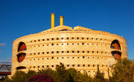 Torre Triana moderna runda regerings- byggande Seville Andalusia Arkivfoton