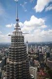 Torre una de las torres gemelas de Petronas en Kuala Lumpur Imágenes de archivo libres de regalías