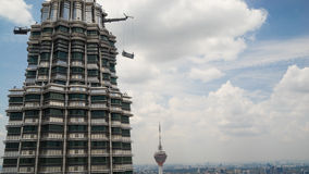 Torre una delle torri gemelle di Petronas in Kuala Lumpur Immagine Stock Libera da Diritti